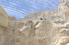 من إيطاليا إلى العالم.. جبل حجري بمليار دولار