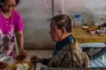 لحم الكلاب طبق مفضل بإندونيسيا وحتى أوباما تناوله.. فلماذا يفضلونه ...