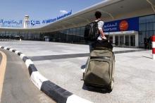 ترك حذاءه مليئاً بالذهب في مطار دبي.. والسبب؟!