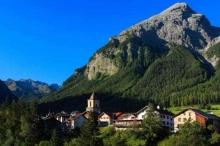 لماذا تمنع هذه القرية السويسرية السياح من التقاط الصور؟