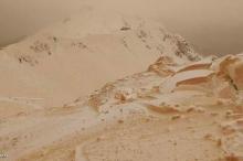 """الجليد البرتقالي يحول جبال شرق أوروبا إلى """"مريخ"""""""