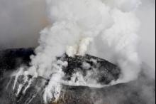 ثورة بركان كوليما المكسيكي وإجلاء سكان قريتين قريبتين