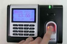 3 حيل جهنمية يستخدمها الموظفون للتحايل على جهاز البصمة