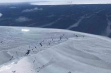 علماء يتحركون لاستكشاف جبل جليدي عمره 120 ألف عام