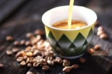 """ما سر حركة """"هز فنجان القهوة"""" لدى العرب؟"""