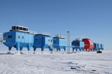 تصدع جليدي ضخم يخلي محطة أبحاث القطب الجنوبي