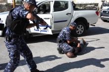 """حاول دهس أفراد الشرطة في نابلس...القبض على مشتبه به """"كبير ..."""