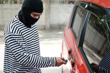 بثوانٍ ودون مفتاح.. طرق يستخدمها الهاكرز لسرقة السيارات