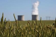 """""""الحر"""" يجبر فرنسا على إغلاق 4 مفاعلات نووية"""