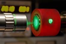 فيزيائيون على وشك إنتاج هيدروجين معدني قد يغير كل شيء