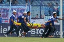 وفاة حارس مرمى خلال المباراة.. شاهد لحظة اصطدامه العنيف مع ...