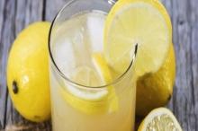 عصير الليمون الدافئ وعلى معدة خالية يحمى البنكرياس والكبد والمعدة