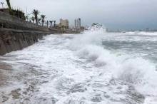"""""""ويلا"""" يتحول إلى عاصفة كارثية ويقترب من المكسيك"""