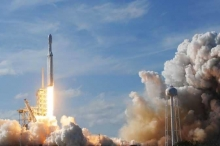 """""""سبيس إكس"""" على خطى """"أبولو"""" في نقل رواد الفضاء"""