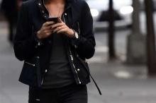 """دراسة تكشف """"التأثير المدمر"""" لوسائل التواصل على الفتيات"""