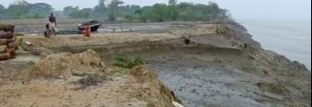 جزيرة هندية تختفي تدريجيا وسكانها يخافون البقاء عليها ( فيديو)