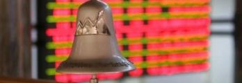 """""""الدمغة"""" تكبد بورصة مصر أكبر خسائر أسبوعية منذ التعويم"""