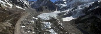 ذوبان إفرست يكشف عن خفايا مدفونة في الجبل!