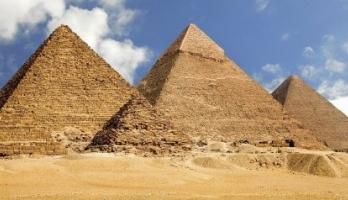 أخيراً كُشف سرُّ بناء الهرم الأكبر بعد أن حيَّر العلماء لقرون.. هكذا ن ...