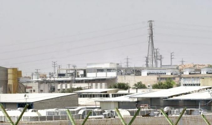 """مستويات تلوث مرتفعة في محيط المنطقة الصناعية الإسرائيلية """"عطاروت"""" تهدد صحة الفلسطينيين"""