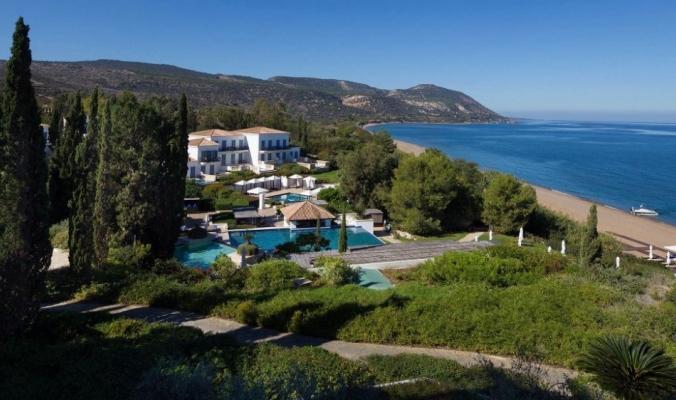 """سحر الإقامة في ريف البحر الأبيض المتوسط البكر بـ """"Anassa"""" قبرص"""