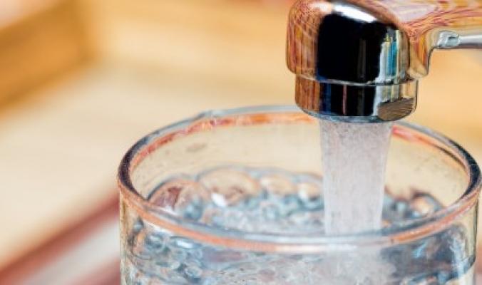 ليست آمنة كما تعتقد.. 83% من مياه الصنابير حول العالم تحتوي على البلاستيك