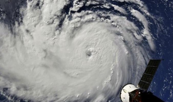 """""""إعصار ضخم"""" نادر الحدوث بمنطقة جازان السعودية"""