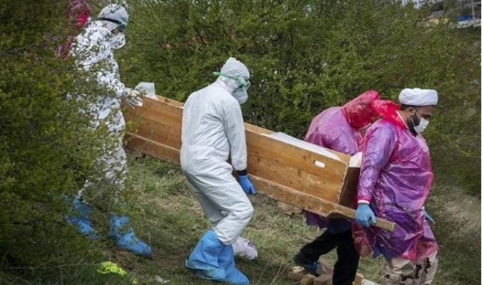 ضحايا كورونا في إيران.. شاهد كيف يدفنون!!