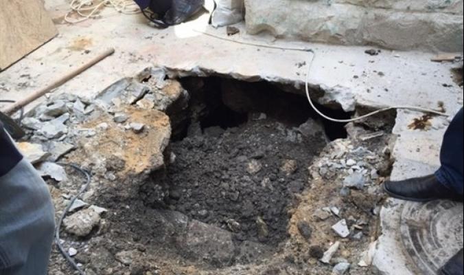باب السلسلة- انهيارات أرضية وتشققات تنذر بالأخطر