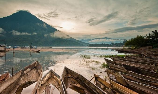 بالصور.. أتيتلان أكبر وأجمل البحيرات البركانية في العالم