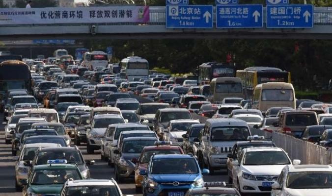 الصين تعتزم حظر السيارات العاملة بالوقود