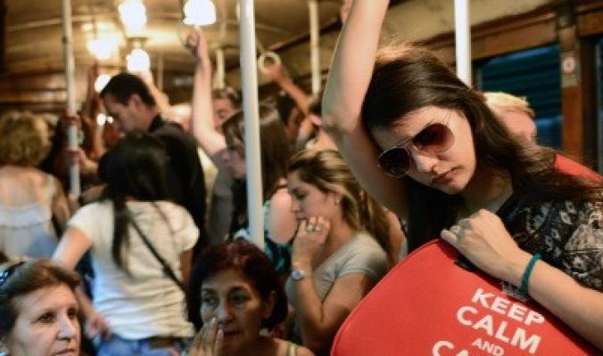 هل غفوت يوماً في الحافلة واستيقظت قبل أن تفوت محطتك بلحظات؟ إليك التفسير العلمي