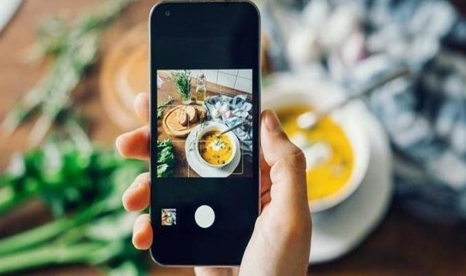 نشر صور طعامك على إنستجرام يكسبك وزناً زائداً.. والسبب