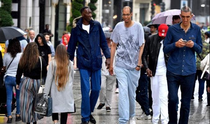 أطول رجال العالم يلتقون في باريس
