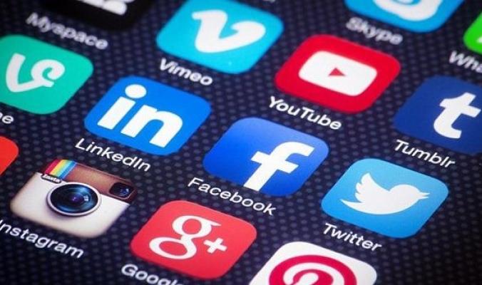 لمدمني مواقع التواصل الاجتماعي... احذروا الاكتئاب