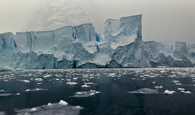 ولادة أضخم جبل جليدي في العالم ومساحته أكبر من مساحة الضفة وغزة