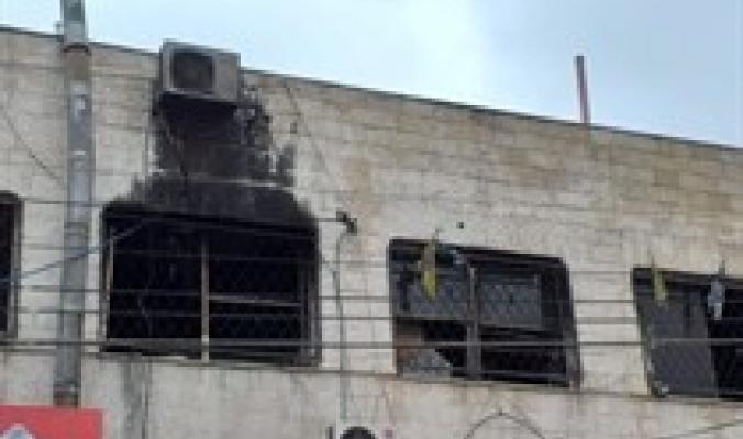 مجهولون يضرمون النار بمركز شباب بلاطة