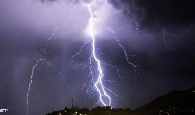 مصرع 5 سياح أجانب باليونان في عواصف برد عنيفة