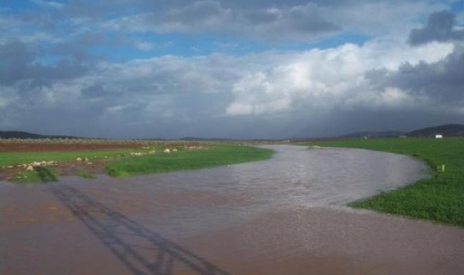 الأخوين إندور وديشوم العاصفين يغمران منازل المواطنين جنوب الخليل