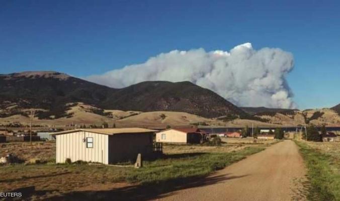 نيو مكسيكو وكولورادو تنتظران السماء لإطفاء الحرائق