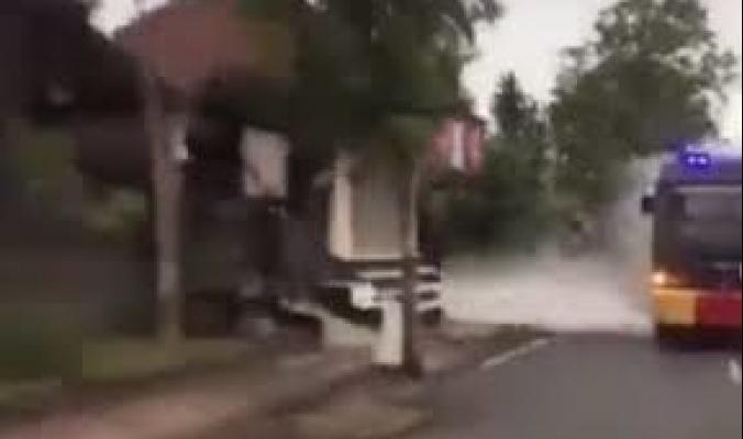 شاهد الفيديو.. بماذا تطهر إندونيسيا شوارعها من كورونا !!