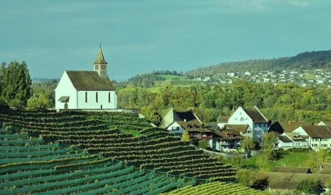 هنا سويسرا | هذه القرية تمنح سكانها رواتب دون عمل: حوالي 10 الآف شيكل شهريًا.. والسبب غريب جداً!