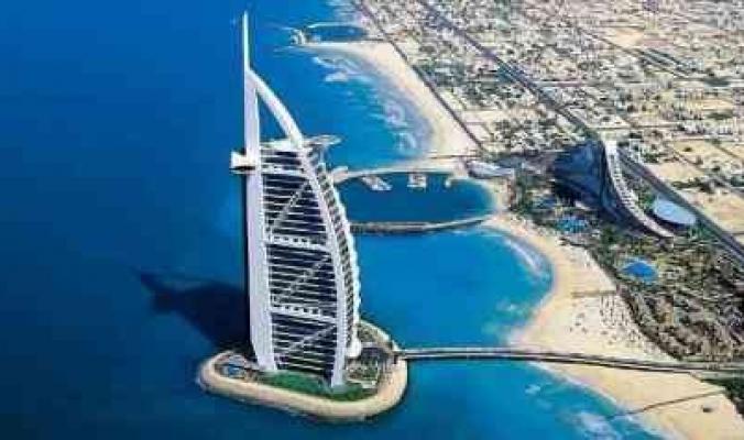 بعد تقارير تحدثت عن سحب جبل جليدي إلى سواحلها.. الإمارات ترد ببيان رسمي