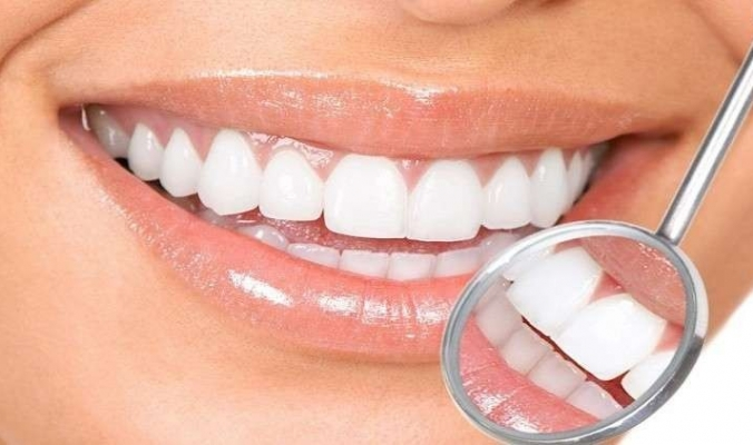 الأطعمة التي يجب تناولها للحفاظ على أسنان صحية