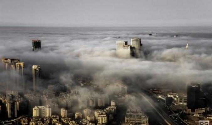 صورة ساحرة للضباب الذي اجتاح سواحل يافا- تل الربيع الأسبوع الماضي