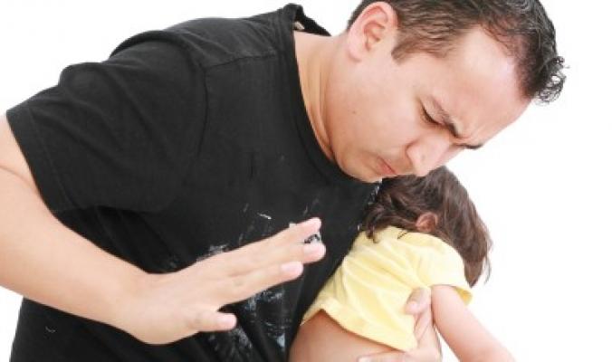 ضرب الأطفال على أردافهم يصيبهم باضطراب في السلوك
