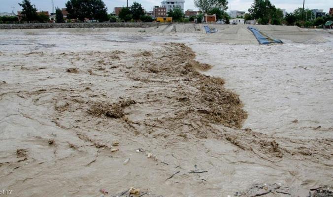 """عشرت القتلى والمفقودين في """"فيضانات إيران"""""""