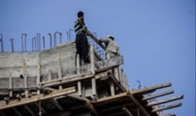 مصرع عامل وإصابة آخر خطيرة بعد سقوطهما من الطابق السابع في الداخل