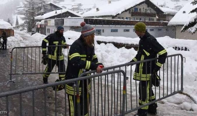 الثلوج تحاصر آلاف السياح في سويسرا