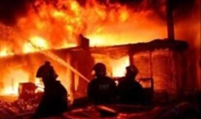 مأساة حقيقية.. مصرع عائلتين من ثلاثة عشر شخصاً في حريق مروع في الأغوار